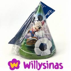 Gorros de Mickey Mouse jugando al futbol (6)